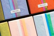 Gifting loved ones / When offered, each product is wrapped into a unique combination of silk papers. Discover the colors' codes behind the scents.