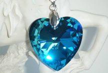 Bluekris Création / Création de bijoux avec des cristaux Swarovski Eléments, perles de verre, etc...  Je vous propose une collection fait main.