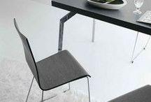 SEDIE E SGABELLI / Per la tua seduta, ovunque e con stile Scegli tra una vasta gamma di modelli, colori e forme.  Tantissime sedie, sgabelli e poltrone di assoluta eleganza, capaci di modificare il look dell'ambiente che le ospita.