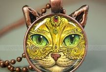 CRAFTY CATS / by Janice Sciscento