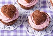 Valentinstag - herzige Rezepte / Am Valentinstag verschenken wir ein Herz. Zum Beispiel mit diesen süßen und herzhaften Backrezepten mit Herz: