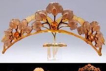 Art Nouveau Wedding Style / Art Nouveau style was most popular during 1890–1910. It combines the natural forms and organic motifs of flowers and plants with dynamic, undulating and flowing lines. Artists like Aubrey Beardsley, Alphonse Mucha and Gustav Klimt embraced Art Nouveau in their iconic work.