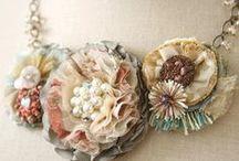 Acessórios / Colares ,cintos,pulseiras,braceletes,lenços / by Adriana Flor