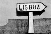   Lusa Luso ♥ Lisboa   / Lisboa est d'une beauté peu conventionnelle : ses maisons pastel balafrées de tags, sa vie nocturne, ses eaux bleues, ses tramways, son énergie communicative séduisent ! Elle recèle des palais enchanteurs, des monastères classés, des vieux magasins de conserves de poissons aussi qui côtoient des boutiques de déco dernier cri. Il faut visiter et vivre la ville comme un habitant pour en tomber amoureux.