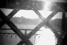   Lusa Luso ♥ Porto   / A Porto, la mémoire du pays s'inscrit sur les murs. Avec une ardeur empreinte de saudade, architectes, peintres et fabricants de céramiques réinventent les grands panneaux historiés en vogue au XVIIIe siècle. A Porto, les gris de la pierre résonnent toujours de couleurs.