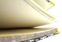 """  Lusa Luso ♥ Papelarias Emilio Braga   / En 1918, Emilio Braga fonde, rue Nova de Almada à Lisbonne, celle qui deviendra une des meilleures papeteries portugaises. Aujourd'hui, aux mains de la 4e génération, Emilio Braga continue de proposer son produit emblématique, la fameuse """"galocha""""(petit carnet de poche), totalement fabriqué à la main et ainsi nommée d'après la technique de reliure utilisée."""