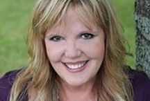 Tori Michaels / Tori Michaels is a transformational life coach, Feng Shui practitioner, speaker and author from Peoria, Illinois.