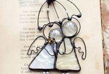 Beaded ornaments and figures / kaikkea sitä helmeilyä, joka ei ole korua