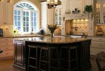 Traditional Kitchens / Inspirational photos and articles about designing kitchens with traditional fixtures, textures, and accessories. The latest trends are featured here.