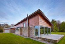 Nowa realizacja! / Zobaczcie, jak fantastycznie prezentuje się ta nowoczesna realizacja prosto z Wielkiej Brytanii! W domu wykorzystano nasze produkty: drzwi podnoszono-przesuwne THERMO HS oraz okna skandynawskie drewniano-aluminiowe COMBI ALU+.