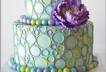 Cake decorating / Cake + Art - now, if only these were vegan! / by Meghan Clark