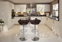 Kitchens / by Suzanne Melay