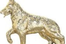 Dog Show Awards & Trophies / Our favorite dog awards, ribbons, trophies and medals to decorate your best friend.