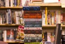 """Ultimi Arrivi / Tutti i libri acquistati di recente  li trovate nello scaffale """"Ultimi Arrivi""""di fronte al banco della nostra biblioteca. Resteranno per un mese poi verranno ricollocati nelle sale."""