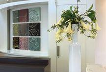 Zijden bloemstukken / Moderne schalen