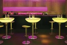 MOREE - Bar Tables / Bar tables for parties, events, bars and restaurants: whether for the entrance area, lounge, patio or garden – bar tables are the standard for HoReCa furniture. Especially the designer tables from Moree. The German brand specialises in tables with LED illumination. Moree offers bar and bistro tables for sale or rent.