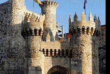 Castillos, fortalezas  y palacios  / España y más.