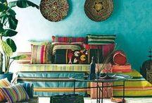 Interieur >> Bohemian / Bohemian style heeft geen regels. Je doet verschillende stijlen en eigen spullen/erfstukken/gevonden spullen en prutjes door elkaar, en je hebt een bohemian interieur