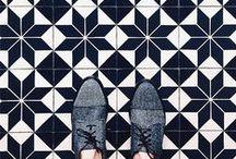 MATERIAL | Floors | / CON LOS PIES EN EL SUELO.