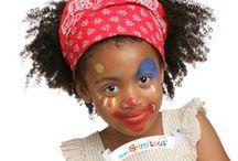 Idées de maquillage fille / Et te voilà Princesse, Clown ou Fée...   Simplement dilué avec un peu d'eau et à appliquer à l'éponge ou au pinceau, le maquillage à l'eau Grim'tout permet de réaliser tous les maquillages pour petits et grands.  Très couvrants et d'une qualité optimale, les fards de maquillage Grim'tout sont formulés sans parfum et sans paraben pour éviter les allergies. Les couleurs peuvent être mélangées pour créer de nouvelles nuances et des dégradés de couleurs à l'infini.