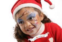 Maquillage de Noël / La magie de Noël vit plus fort grâce à Grim'tout !  Simplement dilué avec un peu d'eau et à appliquer à l'éponge ou au pinceau, le maquillage à l'eau Grim'tout permet de réaliser tous les maquillages pour petits et grands.  Très couvrants et d'une qualité optimale, les fards de maquillage Grim'tout sont formulés sans parfum et sans paraben pour éviter les allergies. Les couleurs peuvent être mélangées pour créer de nouvelles nuances et des dégradés de couleurs à l'infini.