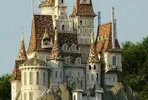 Voyage : Slovénie / Pays à découvrir en Europe de l'Est. Tableaux pour découvrir les bons plans: hébergements, attractions, quoi voir, quoi faire, quoi visiter en Slovénie.