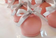 Cake pops / by Candace Brisset