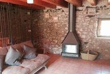 Interiors de La Cabana / http://www.casaruralelcallis.com