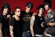 A7X (Avenged Sevenfold) / Seize the day or die regretting the time you lost. -Avenged Sevenfold / by Lupita Rodriguez
