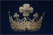 Crowns,tiaras,diadems / by Dolores Fernandez