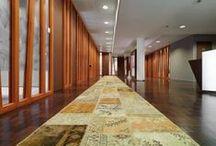 re-used / re-used karpetten gemaakt van diverse materialen zoals : fietsbanden, jeans, bananen vezel, papier, katoen, leer en andere rest materialen