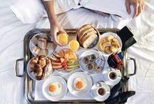Breakfast Goals / Inspiration pour celles et ceux qui font du petit-déjeuner un moment unique et privilégié.  Pour prendre des forces afin de bien commencer la journée, il m'est essentiel de m'offrir un petit-déjeuner varié et équilibré, comme ceux que je présente dans ce tableau. Et puis, c'est encore meilleur de le déguster dans des endroits merveilleux !