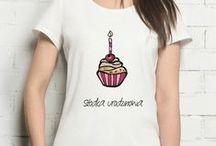 Koszulki z nadrukiem - seria urodzinowa damska / Nasza autorska i niepowtarzalna grafika sprawi, że koszulka wprowadzi nowego właściciela w prawdziwie dobry i wyjątkowy nastrój. Idealny prezent na urodziny.