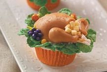 Thanksgiving Cupcakes / Adorable Thanksgiving cupcakes with turkeys, pilgrims,and Indian cupcakes