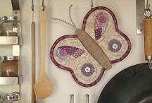 PATCHWORK,tecidos,fitas,linhas e agulhas / tudo junto e misturado!! / by Andreia Rosada