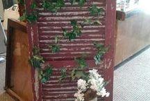 con persianas puertas y ventanas viejas