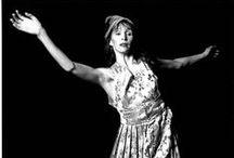 Photos d'archives... 25 ans / Dans le cadre des 25 ans de la compagnie, Louise Bédard Danse souhaite mettre en lumière les photos prises tout au long de la carrière de Louise Bédard. Visitez notre microsite dédié pour plus de photos ! lbdanse.org/25-ans-en-images