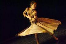 Cartes postales de Chimère / 2015 / Photos de la reprise- passation du solo Cartes postales de Chimère, présenté à l'Agora de la danse du 25 au 28 février 2015.  Interprètes 2015 : Isabelle Poirier et Lucie Vigneault