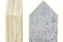 Toef Wonen Huisjes & Prints / Houtprints van Dots Lifestyle zijn een echte eyecatcher in je huis. Een combinatie van mooie kleuren, grafische prints en teksten en Scandinavische accenten maakt de collectie eigentijds. WWW.TOEFWONEN.NL