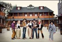 Nasi ludzie / Tablica otwarta dla naszych gości, tutaj możecie przypinać swoje zdjęcia z pobytu w Twinpigs, kowbojskie stylizacje, inspiracje i wszystko co kojarzy Wam się z naszym Miasteczkiem Westernowym, wystarczy tylko skontaktowa się z nami w celu udziela dostępu. Bądź częscią społeczności Twinpigs!