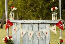 Vintage Hochzeit / Die Vintage-Hochzeit bietet Inspiration aus vielen Jahrzehnten des 20. Jahrhunderts: Spitzenhandschuhe und Federboa aus den 1920ern, Schreibmaschine, Grammophone, gemütliche Sofas, der Ideen sind keine Grenzen gesetzt!