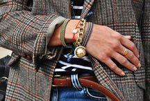 Des bijoux / Vous trouverez sur ce tableau de quoi faire des bracelets, boucles...