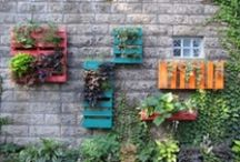 Small garden ideas / Here's some great ideas for saving space and using recycled materials. I want to try them all!