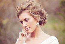 Penteados - Hair - Casamento - Wedding / Mais no www.madrinhasdealuguel.com.br e www.facebook.com/Madrinhas.  Entre em contato no madrinhas@madrinhasdealuguel.com.br.