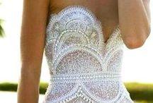 Vestido de noiva - Dress Bride - Casamento - Wedding / Mais no www.madrinhasdealuguel.com.br e www.facebook.com/Madrinhas.  Entre em contato no madrinhas@madrinhasdealuguel.com.br.  / by Madrinhas de Aluguel