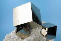Minéraux : doré, argenté / Minéraux de couleur métallique unicolore : or, argentée, cuivrée...