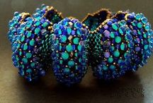 Beaded Bracelet / This board focuses on beaded bracelets. It includes free patterns and design inspiration.