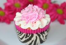everyone loves cupcakes / by Lola Bean