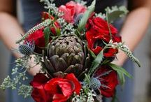 Artichokes wedding theme / This inspiration board comes from artichokes! Their color tends from violet-blue to green and paired with a poppy red is a palette of colors suitable for a fall wedding! I'll show you a series of weddings, bouquets and compositions and mise-en-place inspired by the artichokes! Love it!