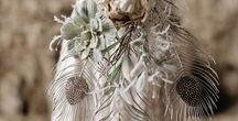 Federn ~ feathers / Federn - eine Boho Hochzeit ist unmöglich ohne sie! Auch elegante Hochzeiten bekommen durch Federn einen romantischen und zauberhaften Touch.